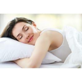 El descanso nocturno y los tratamientos de noche, con activos más concentrados, actúan mientras tú duermes, reparando los daños que la piel por el día