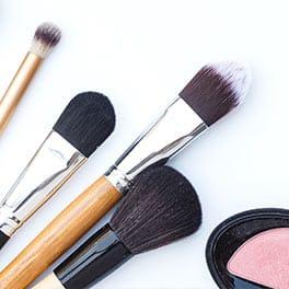 Las brochas de rostro necesarias para aplicar tu maquillaje